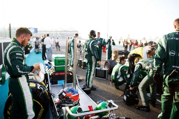 Yas Marina Circuit, Abu Dhabi, United Arab Emirates. Sunday 23 November 2014. Will Stevens, Caterham F1. World Copyright: Glenn Dunbar/LAT Photographic. ref: Digital Image _89P7192