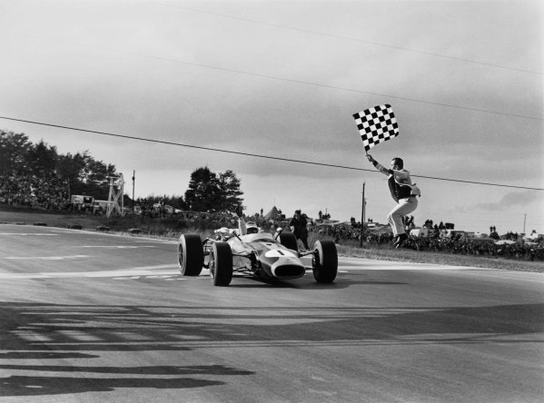 Watkins Glen, New York, USA. 30/9-2/10 1966. Jim Clark (Lotus 43 BRM) 1st position, takes the chequered flag, action. Ref: 1400-27 World Copyright - LAT Photographic