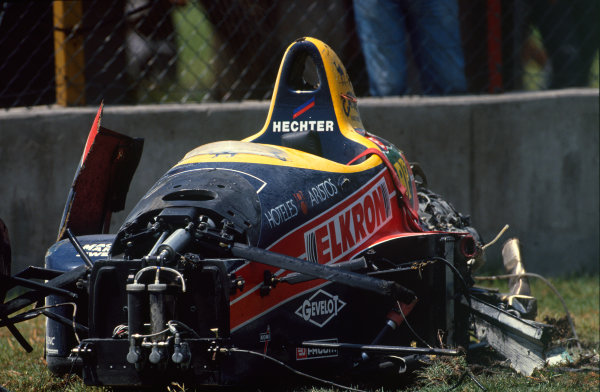 Mexico City, Mexico. 27th - 29th May 1988.The wreckage of Philipe Alliot (Lola LC88-Ford), retired, portrait. World Copyright: LAT Photographic.Ref:  88MEX