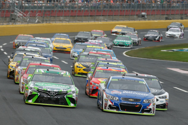 Monster Energy NASCAR Cup Series Bank of America 500 Charlotte Motor Speedway, Concord, NC Sunday 8 October 2017 Kyle Busch, Joe Gibbs Racing, Interstate Batteries Toyota Camry Jamie McMurray, Chip Ganassi Racing, Sherwin-Williams Chevrolet SS World Copyright: Matthew T. Thacker LAT Images