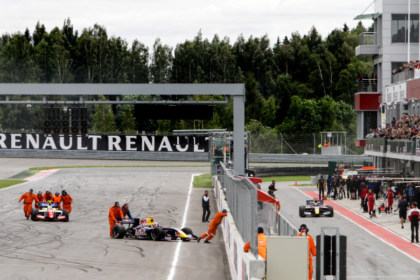 Moscow (RUS) JUNE 27-29 2014 - World Series by Renault at the Moscow Raceway. Start of race1: problems for Carlos Sainz jr. #1 Dams, Oliver Rowland #4 Fortec and Pierre Gasly #7 Arden Motorsport. © 2014 Sebastiaan Rozendaal / Dutch Photo Agency / LAT Photographic