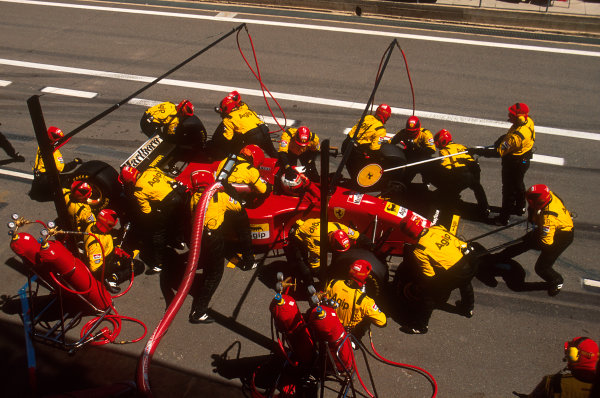 Barcelona, Spain.12-14 May 1995.Gerhard Berger (Ferrari 412T2) takes a pitstop on his way to 3rd position.Ref-95 ESP 13.World Copyright - LAT Photographic
