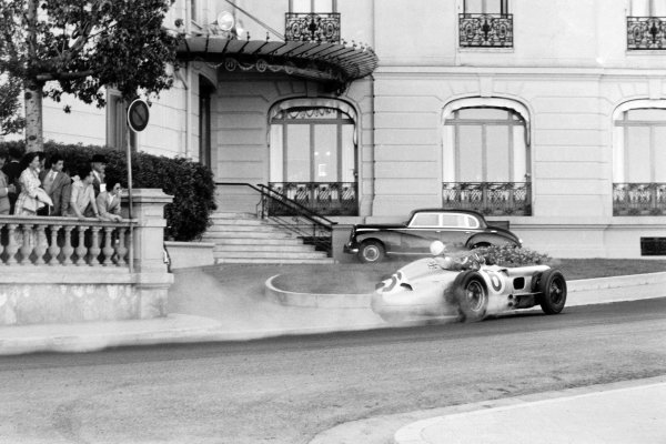 1955 Monaco Grand Prix.Monte Carlo, Monaco. 22 May 1955.Stirling Moss, Mercedes-Benz W196, retires. He was classified in 9th position, action.World Copyright: LAT PhotographicRef: Autosport b&w print. Published: Autosport 27/5/1955 p664