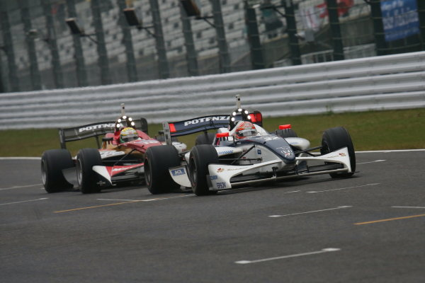 Suzuka, Japan. 9th - 10th November 2013. Rd 7. Race 2. 2nd position Takashi Kogure ( #32 NAKAJIMA RACING ) action World Copyright: Yasushi Ishihara/LAT Photographic. Ref: 2013SF_Rd7_030