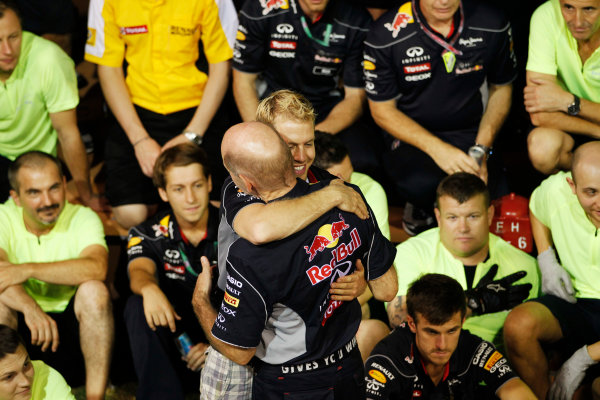 Marina Bay Circuit, Singapore. Sunday 22nd September 2013.  Sebastian Vettel hugs Adrian Newey during the Red Bull Racing celebration team photo.  World Copyright: Jed Leicester/LAT Photographic. ref: Digital Image _JEL3288