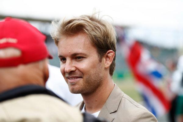 Silverstone, Northamptonshire, UK.  Sunday 16 July 2017. Nico Rosberg talks to Niki Lauda. World Copyright: Glenn Dunbar/LAT Images  ref: Digital Image _31I6314