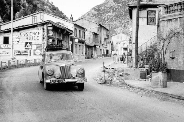 1955 Monte Carlo Rally.Monte Carlo, Monaco. 17-24 January 1955.World Copyright: LAT PhotographicRef: b&w print