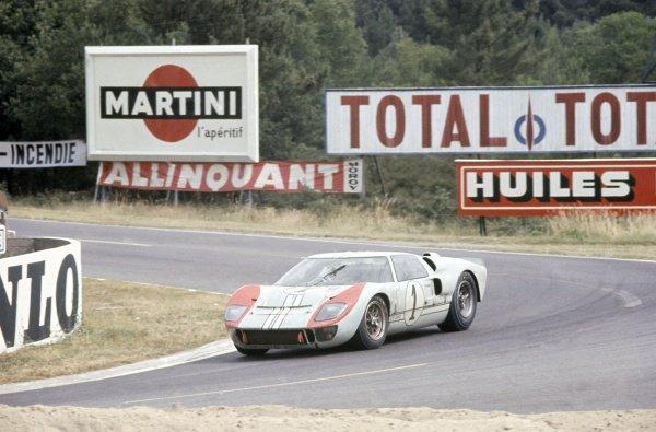 1966 Le Mans 24 hours. Le Mans, France. 18-19 June 1966. Ken Miles/Denny Hulme (Ford GT40 Mk2), 2nd position. World Copyright: LAT Photographic Ref: 66LM02