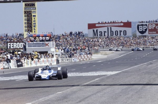 1980 French Grand Prix.Paul Ricard, France. 27-29 June 1980.Jacques Laffite (Ligier JS11/15-Ford Cosworth) leads Alan Jones (Williams FW07B-Ford Cosworth), Didier Pironi (Ligier JS11/15-Ford Cosworth) and Nelson Piquet (Brabham BT49-Ford Cosworth).World Copyright: LAT PhotographicRef: 35mm transparency 80FRA12