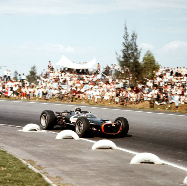Mexico City, Mexico.21-23 October 1966.Jackie Stewart (BRM P83).Ref-3/2401A.World Copyright - LAT Photographic