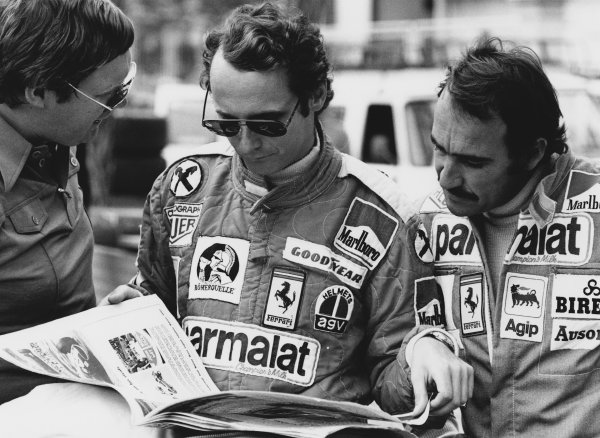 Monte Carlo, Monaco. 28-30 May 1976. Journalist Alan Henry with Ferrari drivers Niki Lauda and Clay Regazzoni and a copy of Motoring News. World Copyright: LAT Photographic. Ref: 8903 - 2A.