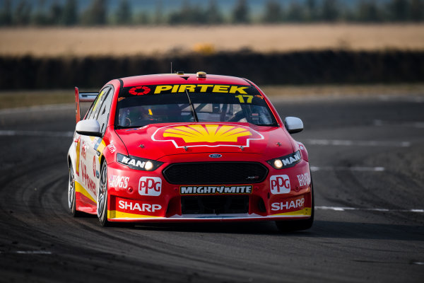 2017 Supercars Championship Round 2.  Tasmania SuperSprint, Simmons Plains Raceway, Tasmania, Australia. Friday April 7th to Sunday April 9th 2017. Scott McLaughlin drives the #17 Shell V-Power Racing Team Ford Falcon FGX. World Copyright: Daniel Kalisz/LAT Images Ref: Digital Image 070417_VASCR2_DKIMG_1579.JPG