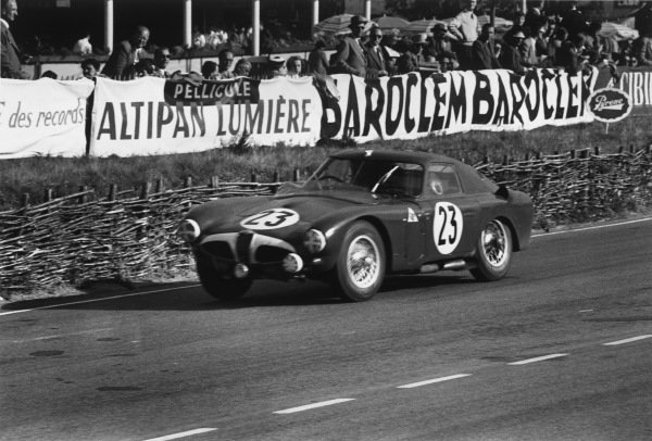 Le Mans, France. 13th - 14th June 1953 Karl Kling/Fritz Riess (Alfa Romeo 6C 30), retired, action. World Copyright: LAT Photographic Ref:  53 - 54 - 28-28A.