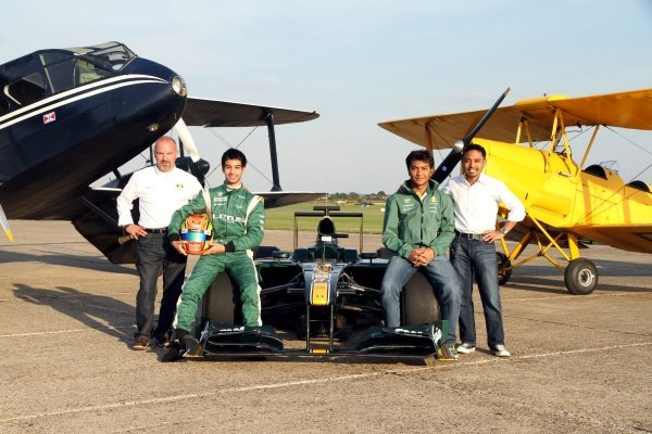 (L to R): Mike Gascoyne (GBR) Lotus F1 Racing Chief Technical Officer, Nabil Jeffri (MAL) Lotus and Fairuz Fauzy (MAL) Lotus.