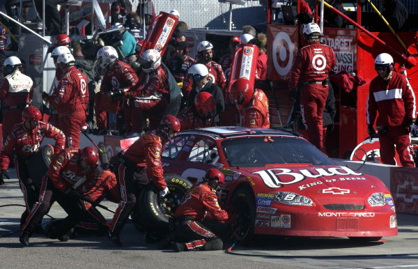 Dale Earnhardt Jr. (USA), Budweiser Chevrolet, pits on his way to finishing thirteenth. 