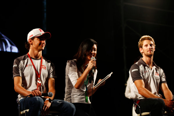 Suzuka Circuit, Japan. Saturday 08 October 2016. Esteban Gutierrez, Haas F1, and Romain Grosjean, Haas F1, at a fan event. World Copyright: Andy Hone/LAT Photographic ref: Digital Image _ONY5323