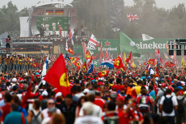 Autodromo Nazionale di Monza, Italy. Sunday 4 September 2016. Fans invade the track after the race for the podium celebrations. World Copyright: Zak Mauger/LAT Photographic ref: Digital Image _X0W7092