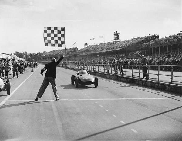 1957 British Grand Prix.Aintree, England. 18th - 20th July 1957.Stirling Moss (Vanwall), 1st position shared with Tony Brooks. This was the first victory in a World Championship Grand Prix for a British car.World Copyright - LAT Photographic.Ref: Autocar Glass Plate C49661.