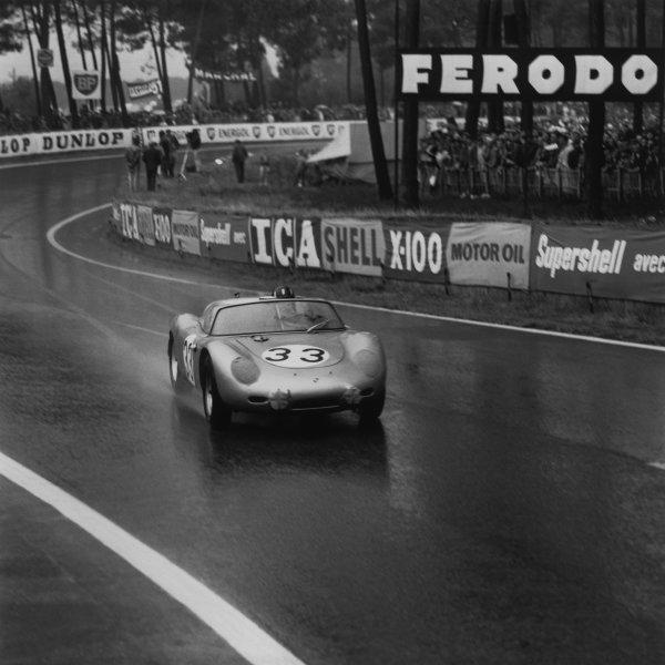 Le Mans, France. 25th - 26th June 1960,Jo Bonnier/Graham Hill (Porsche RS60), retired, action. World Copyright: LAT Photographic.Ref: 6693.