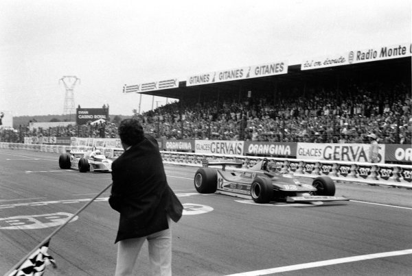 1979 French Grand Prix. Dijon-Prenois, France. 29 June-1 July 1979. Gilles Villeneuve (Ferrari 312T4) leads Rene Arnoux (Renault RS10) at the finish after their epic battle. They finished in 2nd and 3rd position respectively. World Copyright: LAT Photographic Ref: SL79/248/35.