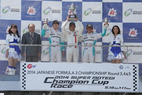 2014 All-Japan F3 Championship Motegi, Japan. 10th - 11th May 2014. Rd 2. Race 2. Winner Nobuharu Matsushita ( #7 HFDP RACING ) 2nd position Kenta Yamashita ( #36 PETRONAS TEAM TOM'S ) 3rd position Takamoto Katsuata ( #1 PETRONAS TEAM TOM'S ) podium, portrait. World Copyright: Yasushi Ishihara / LAT Photographic. Ref: 2014JF3_Rd3-5_012.JPG