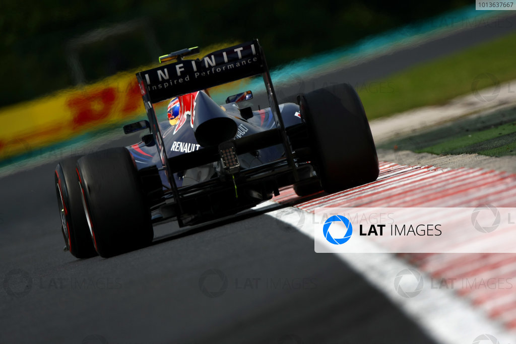 Hungaroring, Budapest, Hungary29th July 2011Mark Webber, Red Bull Racing RB7 Renault. Action. World Copyright: Andy Hone/LAT Photographicref: Digital Image CSP20250