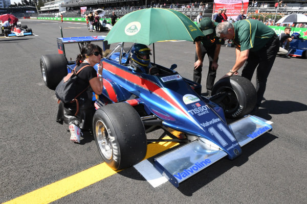 Andrew Beaumont (GBR) Lotus 81 on the grid at Masters Historics, Circuit Hermanos Rodriguez, Mexico City, Mexico, 29 October 2016.