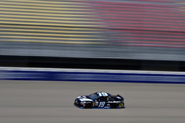 #19: Martin Truex Jr., Joe Gibbs Racing, Toyota Camry Auto-Owners Insurance/Martin Truex Jr. 500th Start