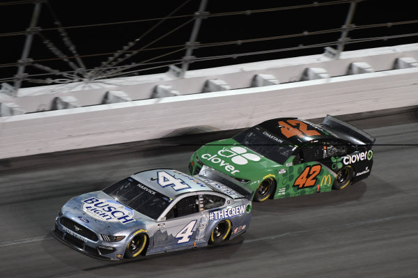 #4: Kevin Harvick, Stewart-Haas Racing, Ford Mustang Busch Light #TheCrew #42: Ross Chastain, Chip Ganassi Racing, Chevrolet Camaro Clover