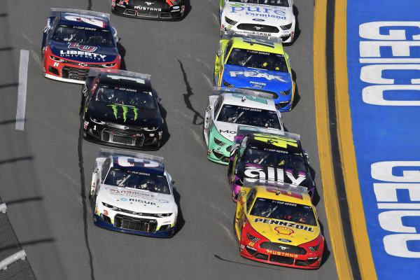 #22: Joey Logano, Team Penske, Ford Mustang Shell Pennzoil and #3: Austin Dillon, Richard Childress Racing, Chevrolet Camaro