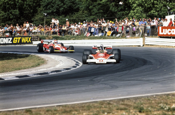 James Hunt, McLaren M23 Ford, leads from Niki Lauda, Ferrari 312T2 out of Druids.