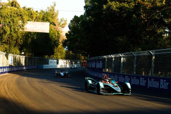 Mitch Evans (NZL), Panasonic Jaguar Racing, Jaguar I-Type 3 leads Sébastien Buemi (CHE), Nissan e.Dams, Nissan IMO1