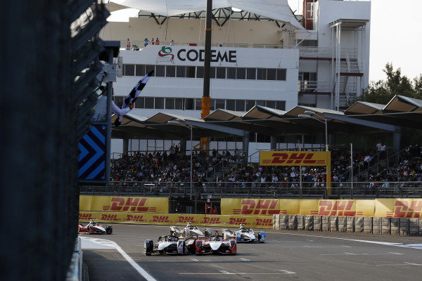 Lucas Di Grassi (BRA), Audi Sport ABT Schaeffler, Audi e-tron FE05, makes contact with Pascal Wehrlein (DEU), Mahindra Racing, M5 Electro, as he passes him on the line to win the race and take the chequered flag
