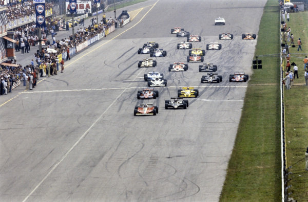 Gilles Villeneuve, Ferrari 312T3 takes the lead from pole sitter Mario Andretti, Lotus 79 Ford at the start.