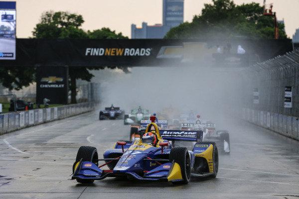 Alexander Rossi, Andretti Autosport Honda leads at the start
