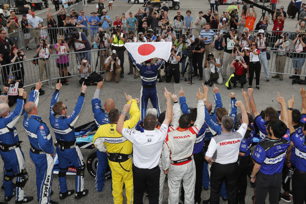 Takuma Sato, Rahal Letterman Lanigan Racing Honda celebrates in victory lane