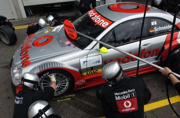 Bernd Schneider  (GER), Vodafone AMG Mercedes CLK, practices a pitstop.DTM Championship, Rd9, Zandvoort, Holland. 29 September 2002.DIGITAL IMAGE