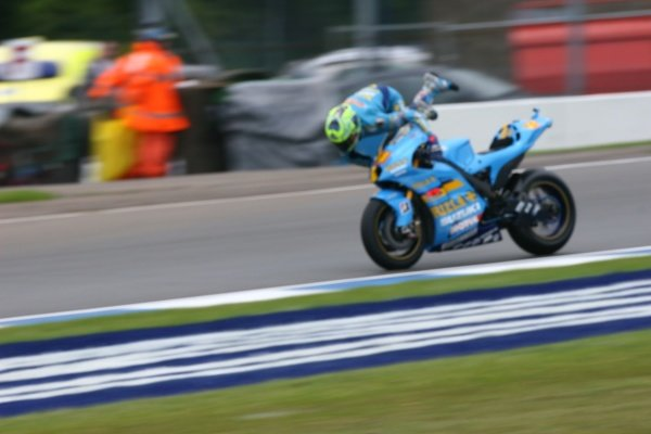 2007 Moto GP British Grand Prix. Donington Park, England. 22nd-24th June 2007. Chris Vermeulen (Rizla Suzuki Moto GP, Suzuki GSV-R XRG0) high-siding in craner curves. Action, sequence, crash. World Copyright: Kevin Wood/LAT Photographic ref: Digital Image IMG_5034