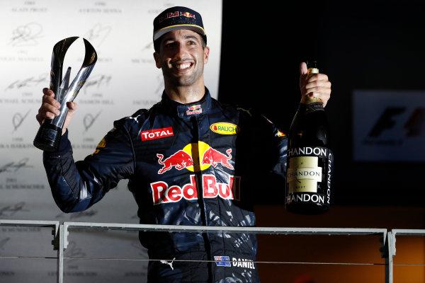 Marina Bay Circuit, Marina Bay, Singapore. Sunday 18 September 2016. Daniel Ricciardo, Red Bull Racing, 2nd Position, with his trophy and Champagne. World Copyright: Glenn Dunbar/LAT Photographic ref: Digital Image _X4I7434
