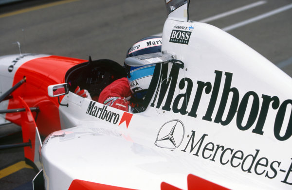 Adelaide, Australia. 10-12 November 1995. Mika Hakkinen, McLaren MP4/10B Mercedes-Benz, DNS, accident in practice forced retirement from race, action. Ref-95 AUS 48 World Copyright - LAT Photographic