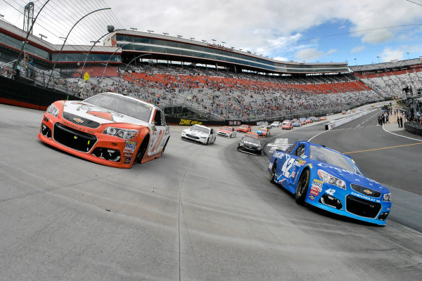 Monster Energy NASCAR Cup Series Food City 500 Bristol Motor Speedway, Bristol, TN USA Monday 24 April 2017 Kyle Larson and Chase Elliott on the pace laps World Copyright: Lesley Ann Miller LAT Images ref: Digital Image lam_170424BMS35645