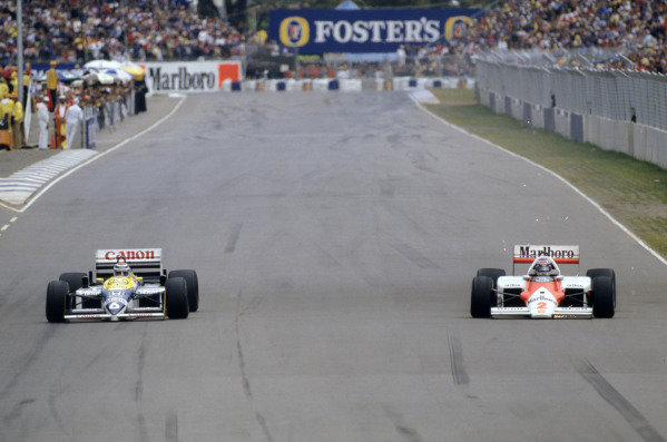 1986 Australian Grand PrixAdelaide, Australia. 24th - 26th October.Nelson Piquet (Williams FW11 Honda) and Keke Rosberg (McLaren MP4/2 TAG Prosche) brake into turn one. Action.World Copyright: LAT Photographicref: 86 AUS 21