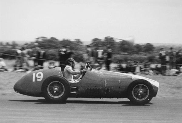 1952 British Grand Prix.Silverstone, Great Britain. 19 July 1952.Rudolf Fischer (Ecurie Espadon Ferrari 500). Ref-4647B #16.World Copyright - LAT Photographic
