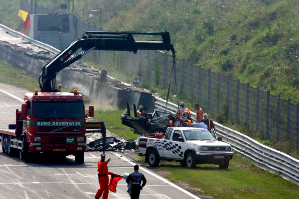 2004 DTM ChampionshipZandvoort, Netherlands. 4th - 5th September.The remains of Peter Dumbreck's OPC Phoenix Opel Vectra GTS are lifted away from the side of the track.World Copyright: Andre Irlmeier/LAT Photographicref: Digital Image Only