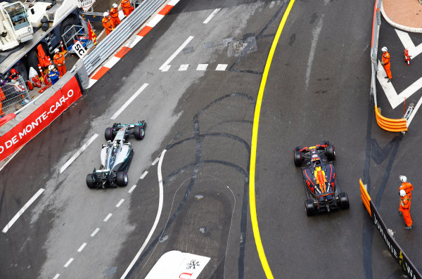 Monte Carlo, Monaco.  Sunday 29 May 2016. Lewis Hamilton, Mercedes F1 W07 Hybrid, passes as Daniel Ricciardo, Red Bull Racing RB12 TAG Heuer, emerges from the pits after a slow stop. World Copyright: Steven Tee/LAT Photographic ref: Digital Image _H7I1713