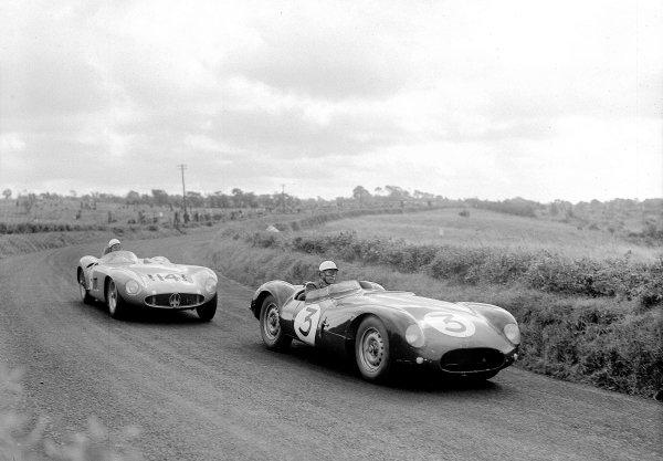 Dundrod, Great Britain.17 September 1955.Peter Whitehead/Graham Whitehead (Cooper T38-Jaguar) leads Jean Behra/Luigi Mussi (Maserati 300S).Ref-Motor 780/2.World Copyright - LAT Photographic