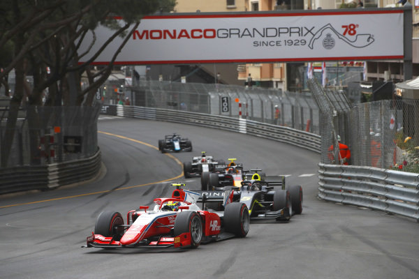 Oscar Piastri (AUS, Prema Racing), leads Dan Ticktum (GBR, Carlin), and Juri Vips (EST, Hitech Grand Prix)