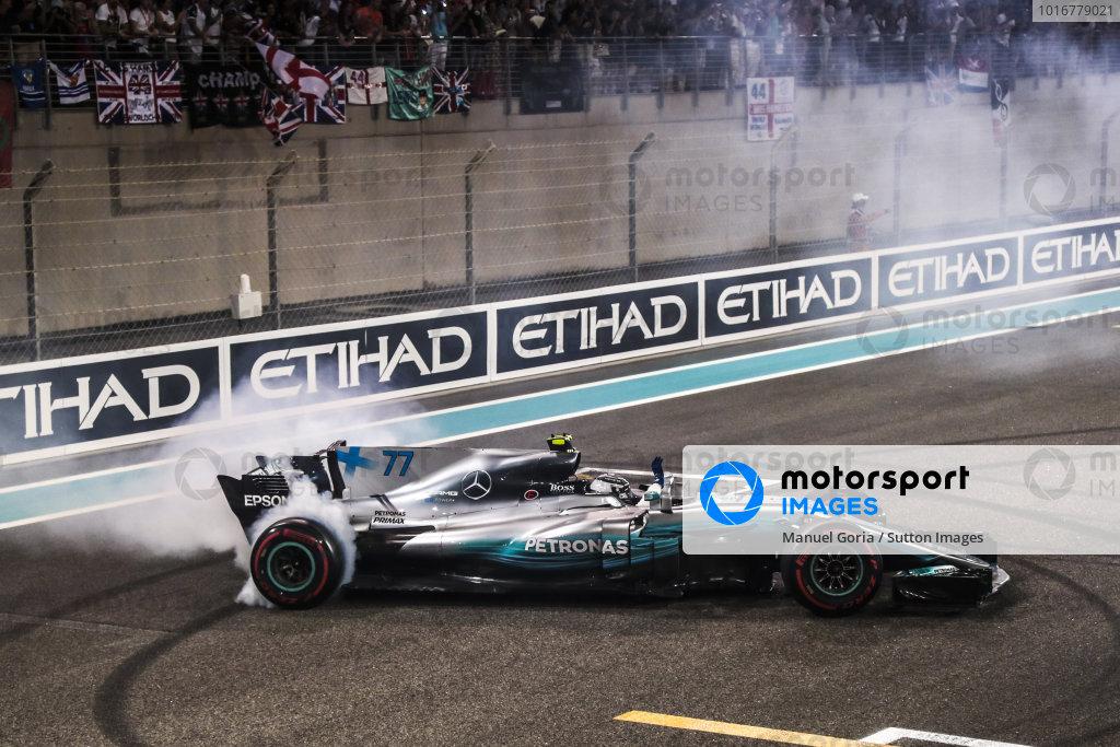 Race winner Valtteri Bottas (FIN) Mercedes-Benz F1 W08 Hybrid performs donuts in parc ferme at Formula One World Championship, Rd20, Abu Dhabi Grand Prix, Race, Yas Marina Circuit, Abu Dhabi, UAE, Sunday 26 November 2017. BEST IMAGE