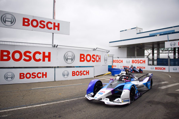 Jake Dennis (GBR), BMW I Andretti Motorsport, BMW iFE.21, leads Robin Frijns (NLD), Envision Virgin Racing, Audi e-tron FE07