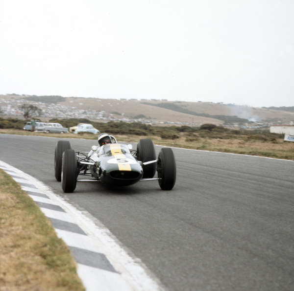 East London, South Africa.30/12/64-1/1/1965.Jim Clark (Lotus 33 Climax) 1st position.Ref-3/1469.World Copyright - LAT Photographic